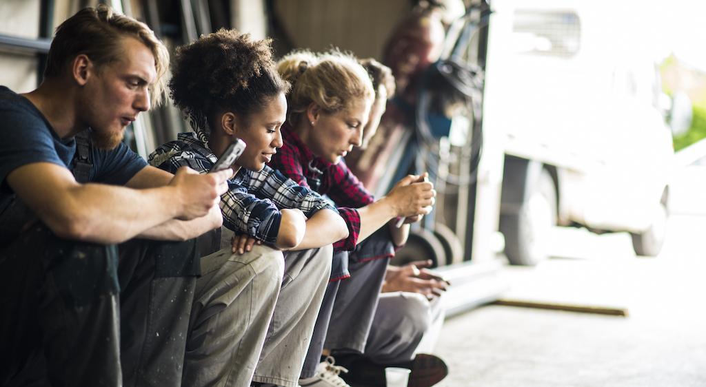 Mitarbeiter ohne festen Arbeitsplatz müssen über mobile Apps einfachen Zugang zum Intranet haben